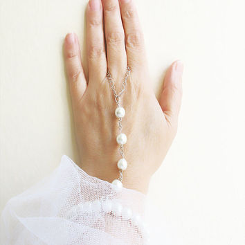 Slave Bracelet Hand Bracelet Pearl Piece Hipster Chain Bohemian Beads Triangle Hand Jewelry Bridal wedding Pearl Body chain body jewelry