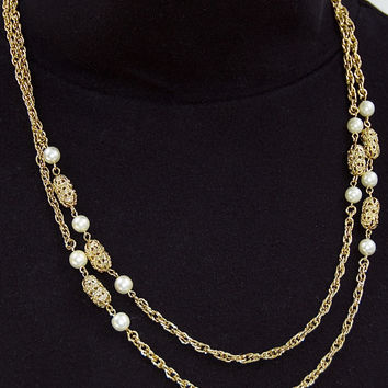 Vintage Sarah Coventry Gold Tone & Pearl Necklace