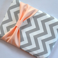 Macbook Pro 15 / Macbook Retina Case , Zippered Laptop Sleeve - Grey and White Chevon with Peach Bow and Outer Pocket