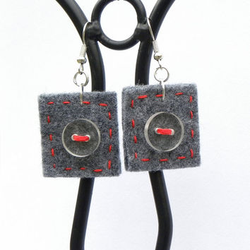 Button square earrings 9, felt, hand-sewn earrings, buttons, unique, light, grey, red, grey felt red thread surprising earrings gift for her