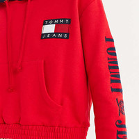 Tommy Jeans '90s Contrast Cropped Hoodie Sweatshirt | Urban Outfitters