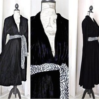 Black velvet dress size XS  S / 3 / 5 / 1970s  black velvet full circle dress /  velvet party / holiday / formal / Vintage Ricki Lang
