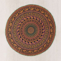 Jordi Medallion Round Tapestry | Urban Outfitters
