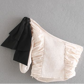 A small pleated blouse with bows for ladies