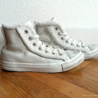 Cream leather Converse high tops, lined & trimmed with soft faux fur, vintage all stars. Size UK 5 (eu 37.5, Us women's 7, Us men's 5)