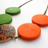 Wooden Necklace / Boho Necklace / Autumn trend colors - Everyday jewelry - Eco-friendly beads