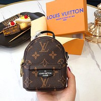Samplefine2 LV wrist bag is LV 2020 early spring series classic belt bag coffee monogram
