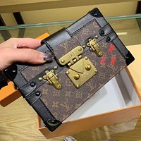 LV Louis Vuitton vintage printed letter gold buckle ladies shopping shoulder bag chain diagonal bag