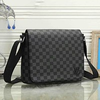 Louis Vuitton LV classic simple shoulder bag men and women fashion shoulder bag messenger bag