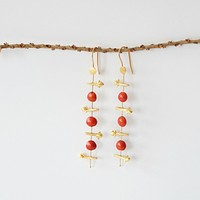 18K Yellow Gold Rumi Clove and Seed Earrings