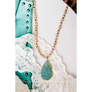 Deep Sea Beauty Beaded Necklace with Stone Pendant
