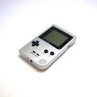 Nintendo Silver Gameboy Pocket. 1996 Handheld Portable Console In Good Condition. Includes Nintendo Carry Pouch.