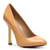 For a fresh update to the timeless pump, theParis Hilton Karenis the ideal choice. This pump is both versatile and classy.
