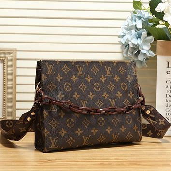LV Louis Vuitton letter printed chain messenger bag shoulder bag cosmetic bag