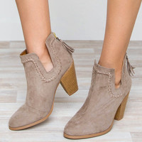 Round Up Daisy Boots - Taupe