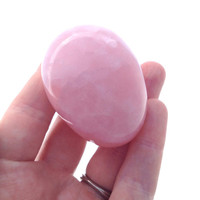 Rose Quartz Yoni Egg / 105g 40mm/ Pocket Stone / Meditation / Sacred Feminine / Happiness / Motherhood / Rebirth / LOVE / Calming / Nurture