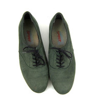 Vintage 1980s green leather lace up tennis shoes / women's shoes size 8.5 AA