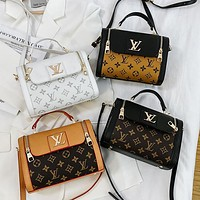 LV Louis Vuitton Stylish and versatile printed one-shoulder cross-body bag lady