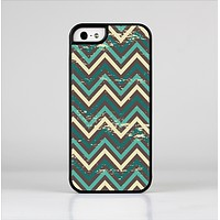 The Vintage Green & Tan Chevron Pattern Skin-Sert Case for the Apple iPhone 5/5s