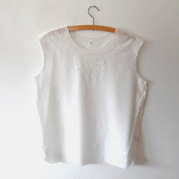 White embroidered floral top / pretty / cut out / flower / summer / broiderie anglais / vintage / scallped / sleeveless / white blouse top