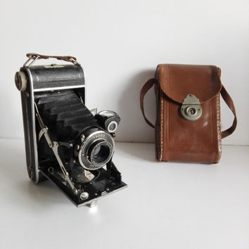 """Old french belows camera, brand"""" Lumière"""", 1930."""