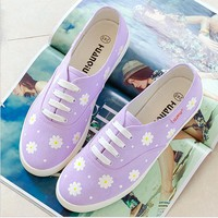 Leisure line with flat shoes and white fresh canvas Daisy shoes Purple