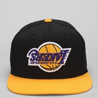 Hall Of Fame X Mitchell & Ness Lakers Upside-Down Snapback Hat - Urban Outfitters